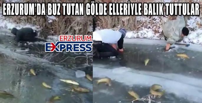 Buz tutan nehirde elleriyle balık avladılar