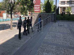 Erzurum'da kaçak göçmen taşıyan kamyon sürücüsü tutuklandı