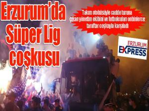 Süper Lig'e çıkan Erzurumspor futbolcularını, taraftarlar coşkuyla karşıladı