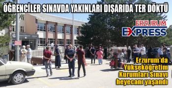 Öğrenciler sınavda yakınları dışarıda ter döktü